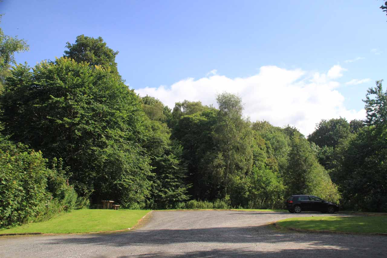 Looking towards a fairly spacious car park for Black Spout Waterfall