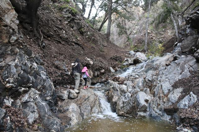 Placerita_Canyon_058_01192019 - Julie and Tahia stream scrambling along Placerita Creek en route to the Placerita Creek Falls