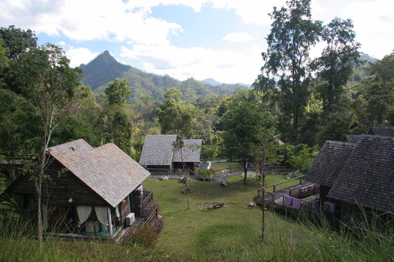 In addition to the geothermal features, it was also possible to stay at Pong Dueat