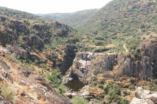 Pozo_de_los_Humos_099_06072015 - Full context of the Pozo de los Humos as seen from the lookout on the Pereña de la Ribera side