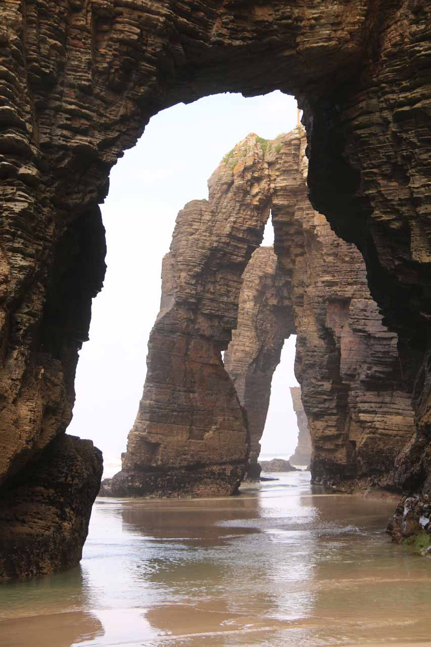 Salto do Coro was merely a stopover on our way to Ribadeo from Santiago de Compostela. The main reason for going out this way was finding the arches at Praia As Catedrais at low tide