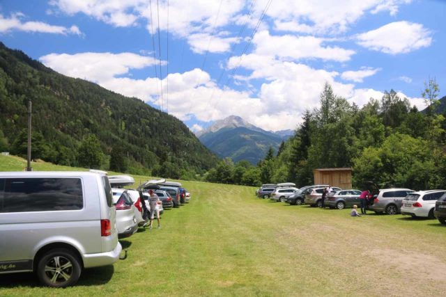 Raggaschlucht_001_07132018 - The wide and grassy car park for the Raggaschlucht Gorge right in the middle of the Mölltal Valley