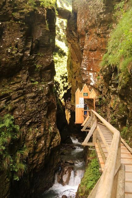 Raggaschlucht_044_07132018 - Approaching the door at the mouth of the Ragaschlucht Gorge. Note the giant boulder wedged above