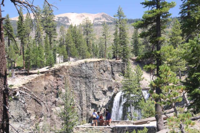 Rainbow_Falls_15_070_08022015 - Context of an overlook and Rainbow Falls with Mammoth Mountain way in the distance