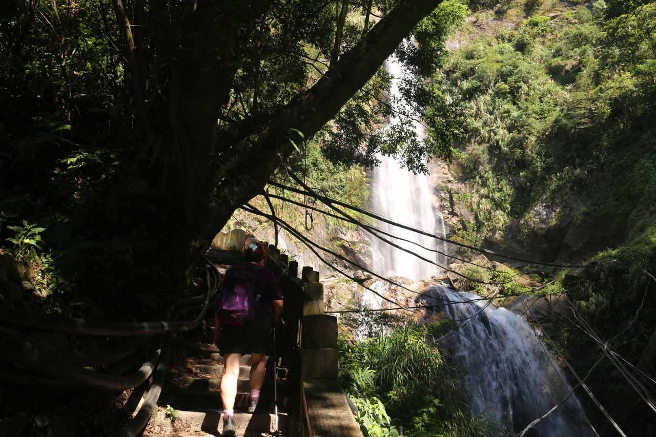 Finally approaching the Caihong Waterfall