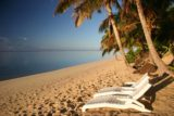 Rarotonga_224_01142010 - Sun now higher up on horizon casting golden rays on beach