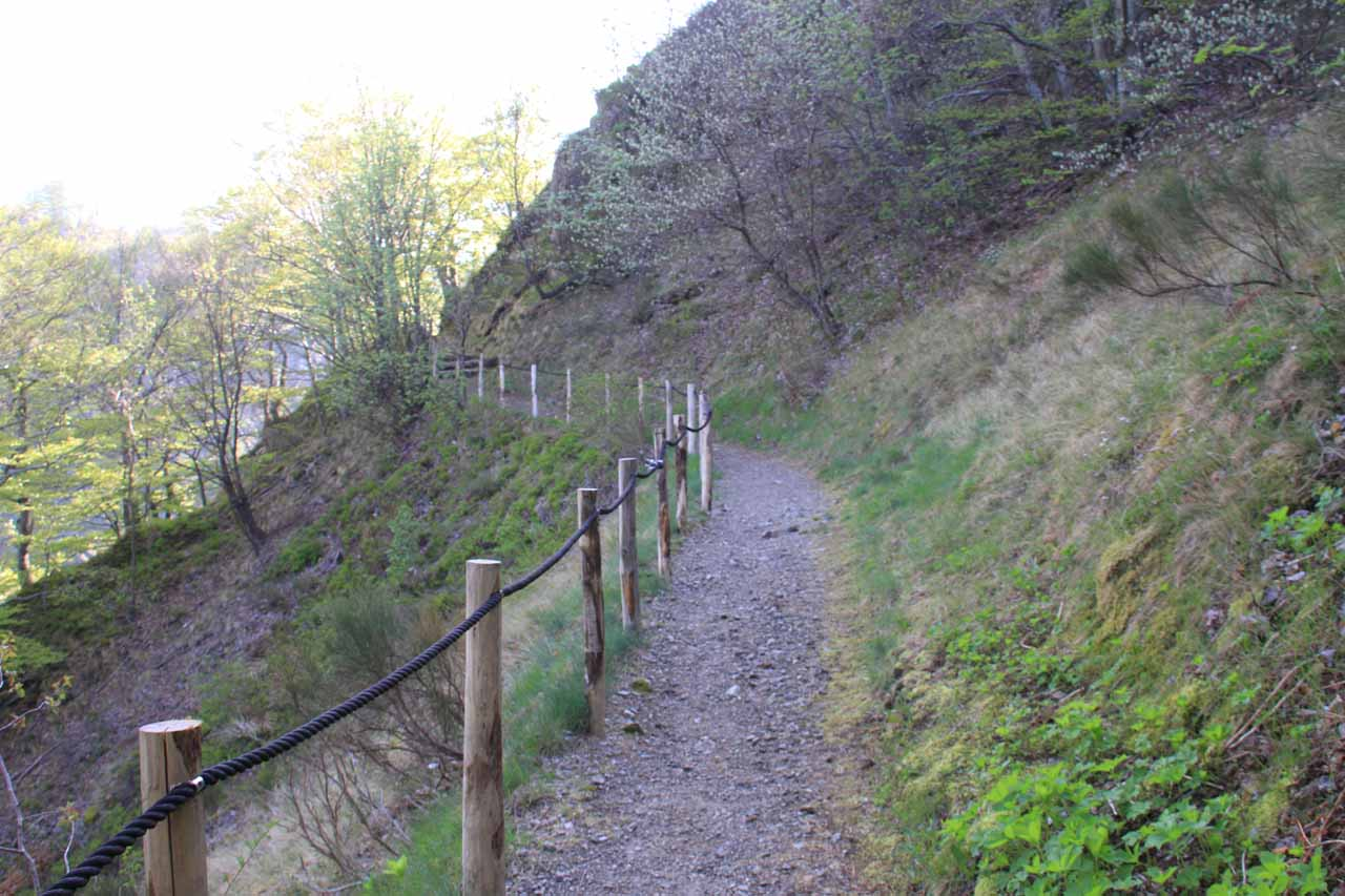 Looking ahead at the trail to Cascade du Ray-Pic