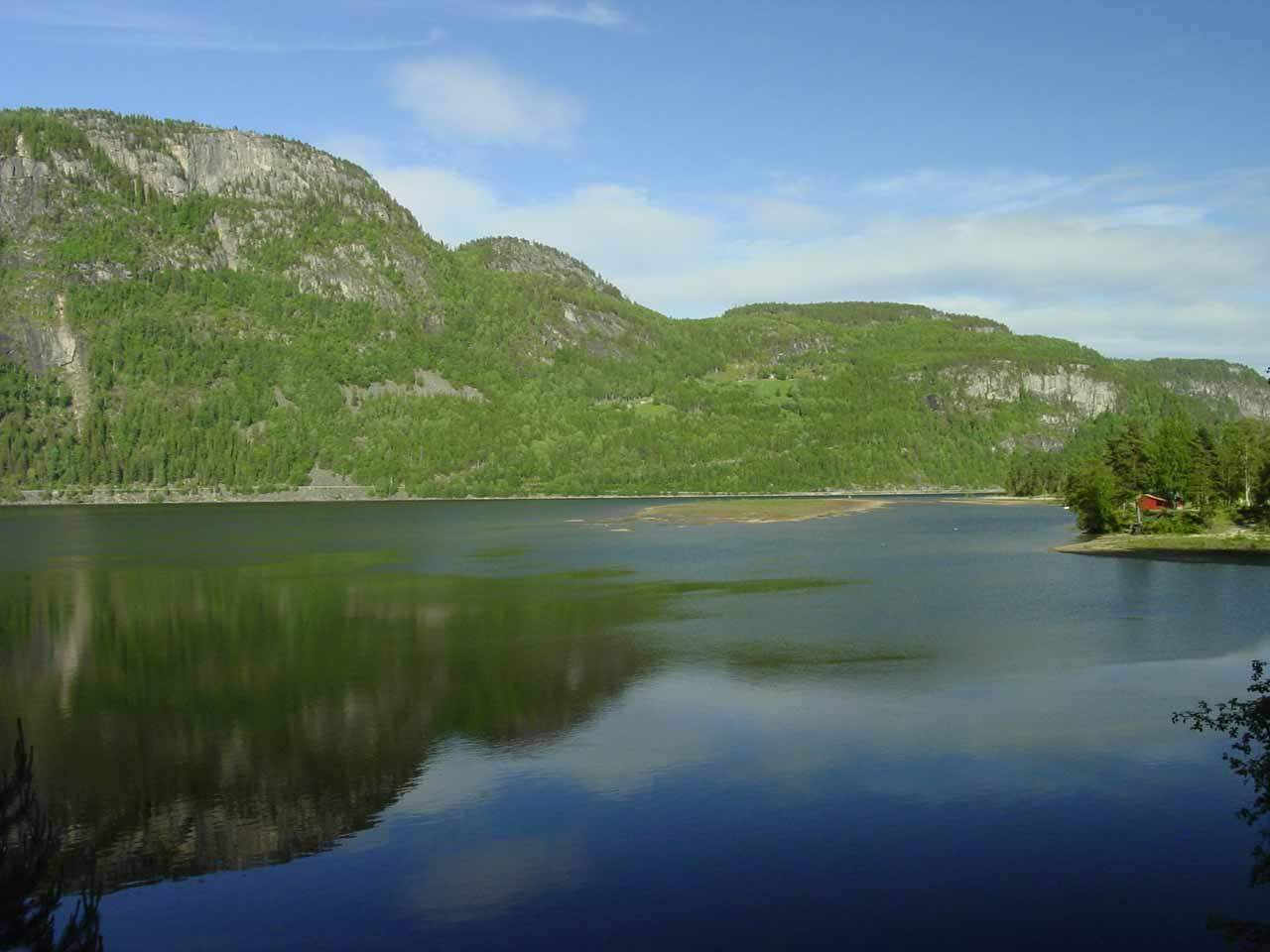 Looking away from Reiårsfossen towards Åraksfjorden