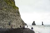 Reynisfjara_057_08072021 - Another contextual look at the Reynisfjara with the Reynisdrangar and some people on the black sand beach