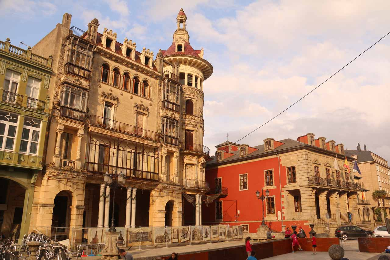Closer look at the old buildings in Ribadeo