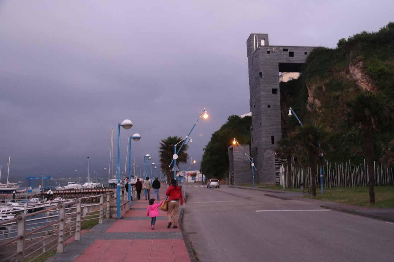 Julie and Tahia choosing to walk along the waterfront of Ribadeo back to the Parador