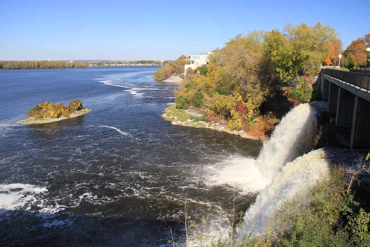 Looking back at the profile of the second Rideau Falls