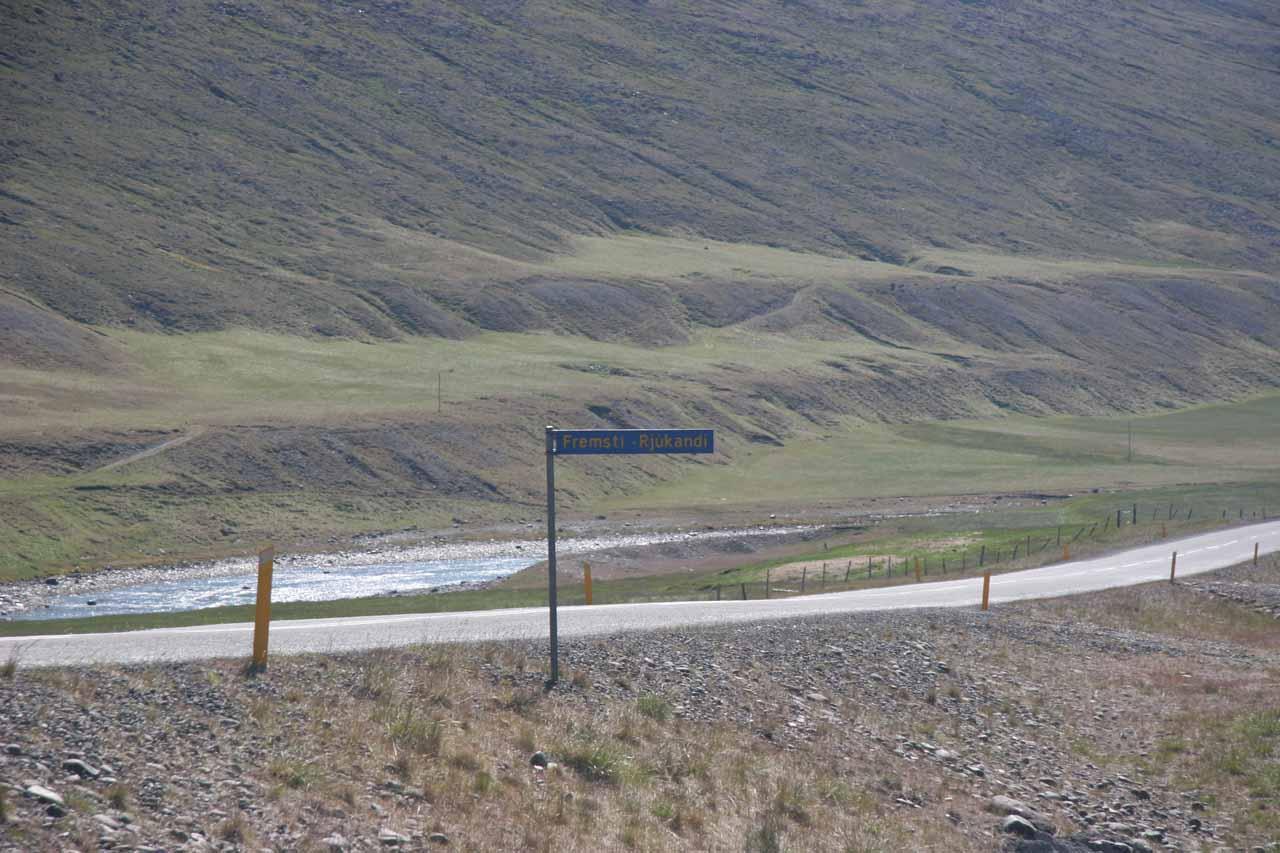 A sign by the Ring Road saying Fremsti Rjukandi