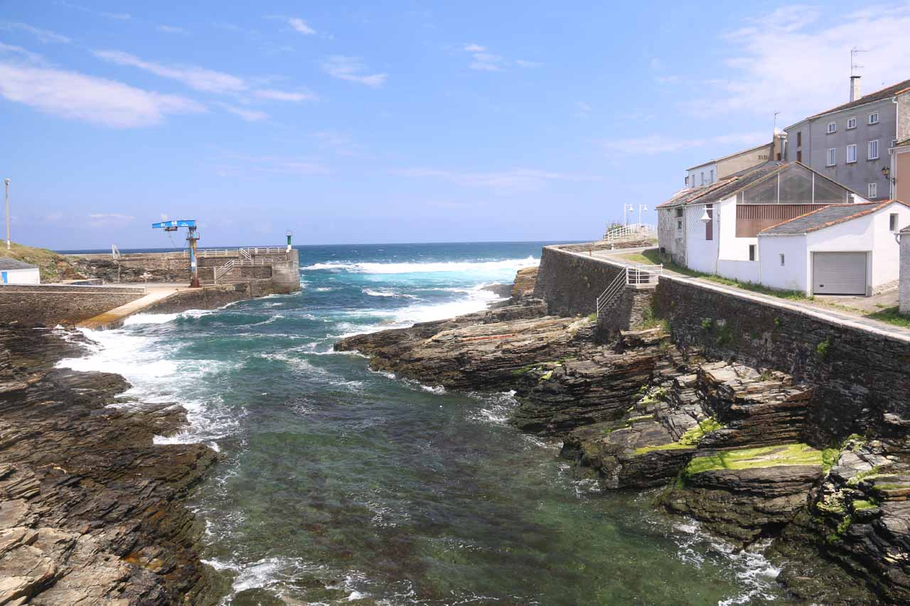 Looking out towards the waves of the Atlantic Ocean from the narrow bridge by the Cofradia Restaurant