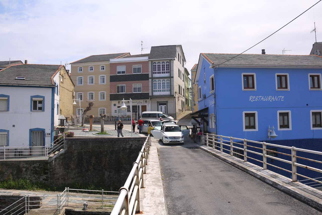 Crossing the narrow bridge and approaching the Cofradia Restaurant, which was the building in blue
