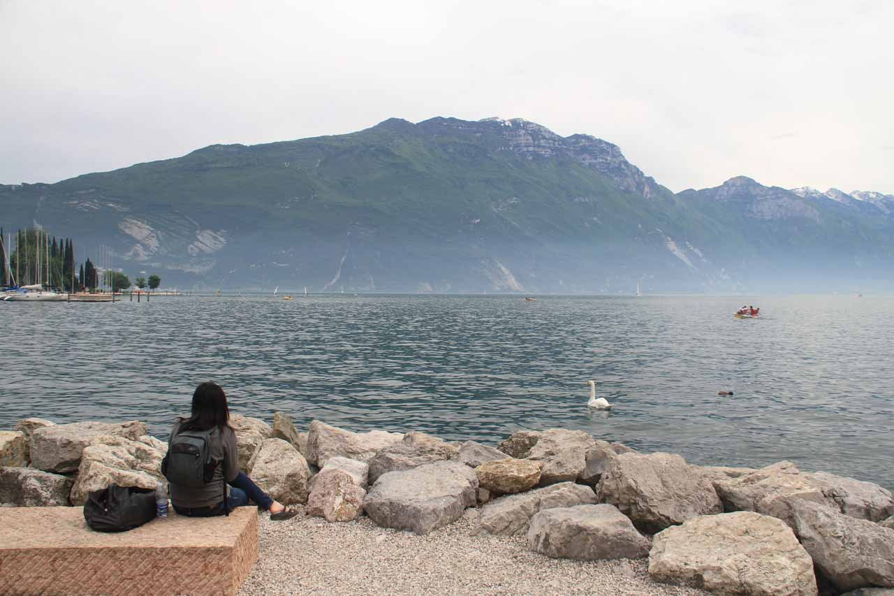 Julie enjoying a doner kebab lunch on the jetty with a nice view of Lago di Garda