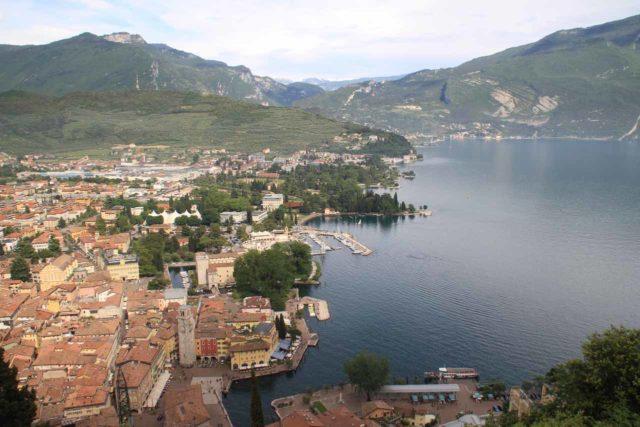 Riva_del_Garda_111_20130602 - Contextual view over the town of Riva del Garda at the headwaters of Lago di Garda