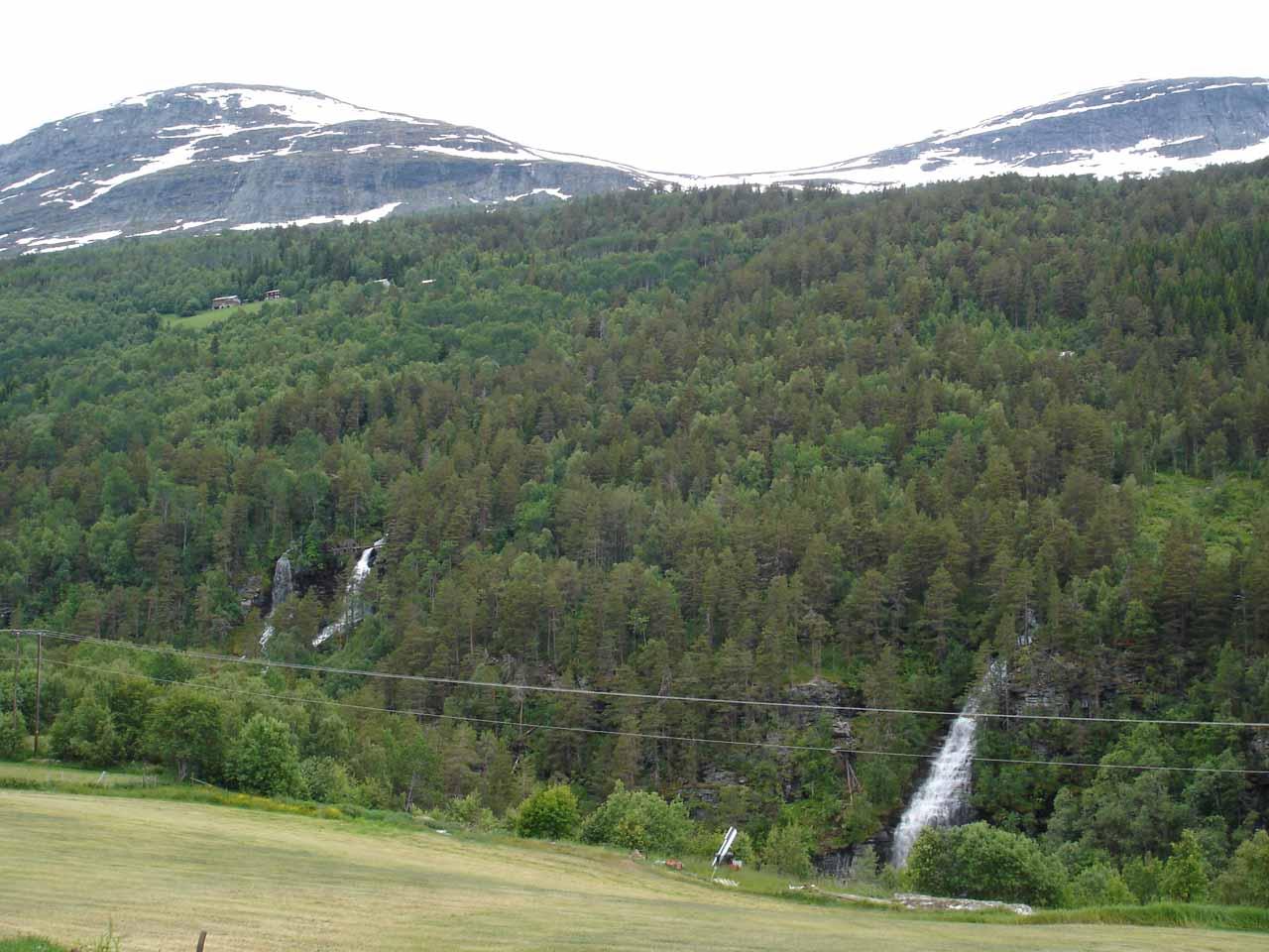 Broad view of some other waterfalls between Slettafossen and Vermafossen