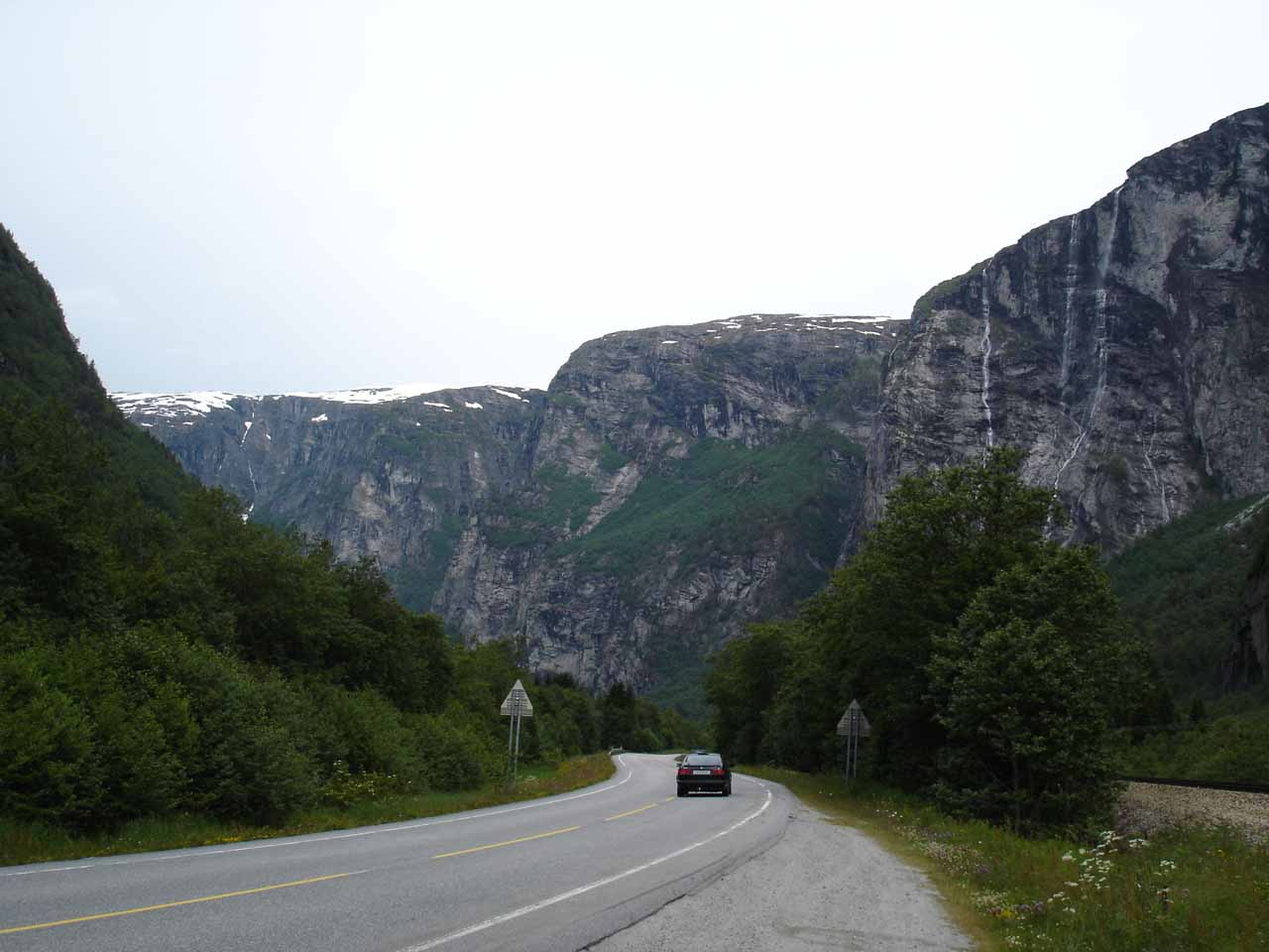Just north of Gravdefossen, the drive through Romsdalen started getting real interesting