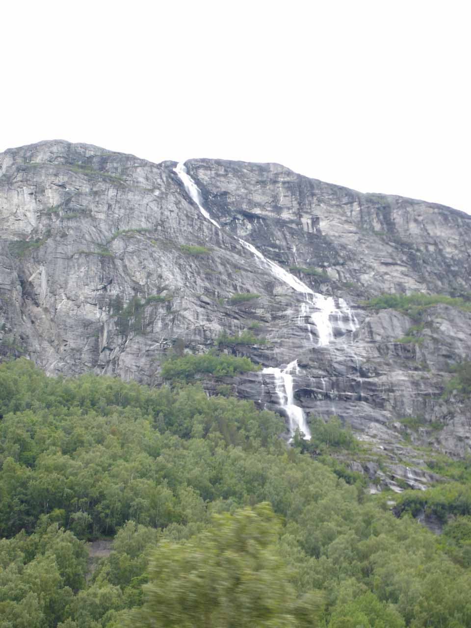 Getting past this mysterious waterfall (could it be on Rangåa, making it Rangåafossen?)