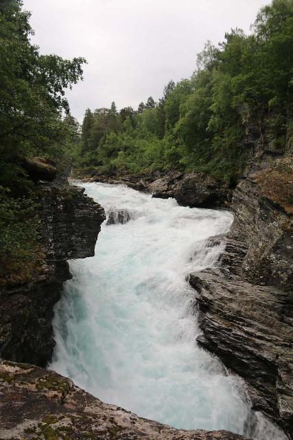 Romsdalen_128_07162019 - Closer examination of the turbulence of Slettafossen
