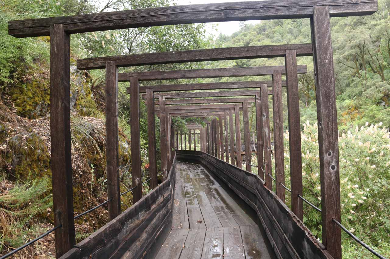 This was the start of the scenic Flume 28 section, which very much reminded me of the Fushimi Inari Taisha or Shrine in Kyoto, Japan