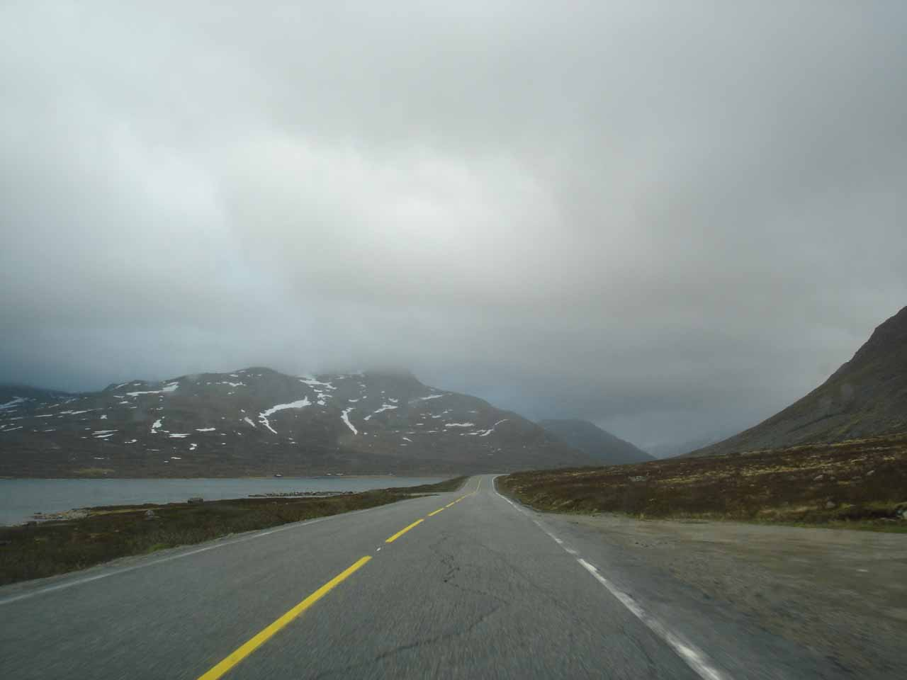 An enjoyable aspect of the drive on the Rv52 towards Hemsedal was the drive through the moors alongside some highland lakes