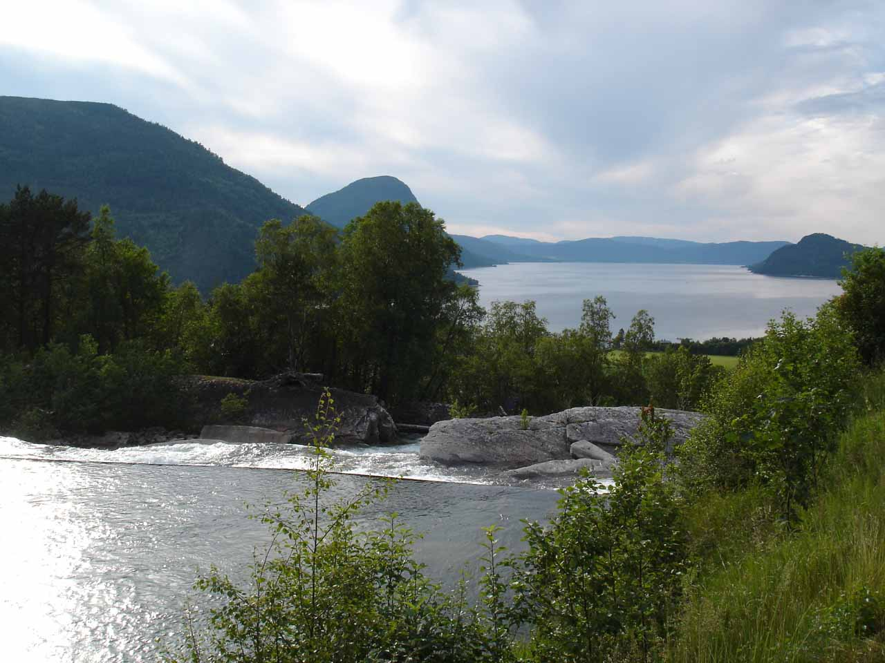 It took a bit of a detour to make it all the way to Nauståfossen from Sunndalsøra, but we at least got this attractive view of where the Todalselva emptied into Todalsfjorden