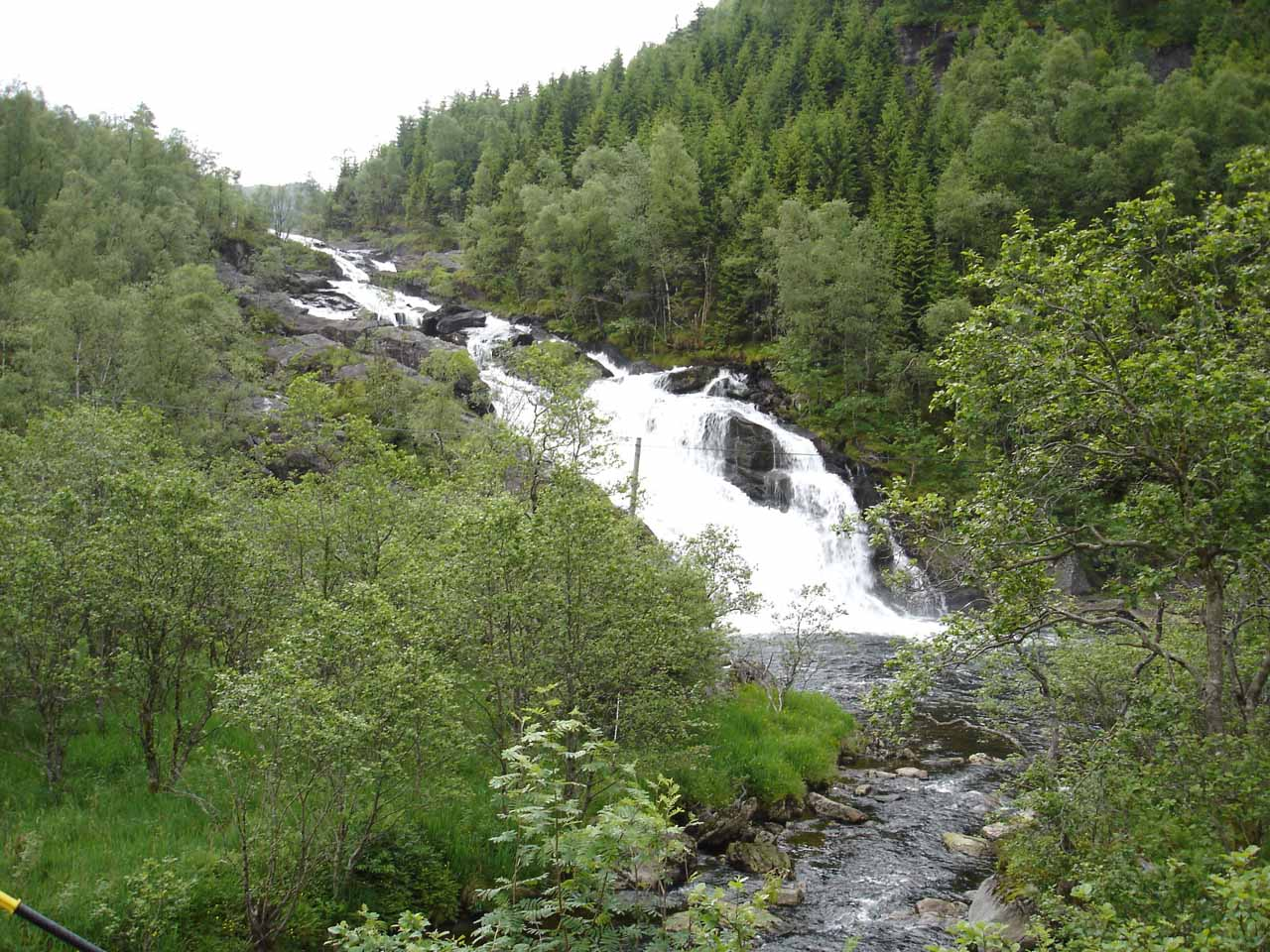 This was the waterfall whose name we didn't know that was 3km west of Fossen Bratte seen along the Fv7