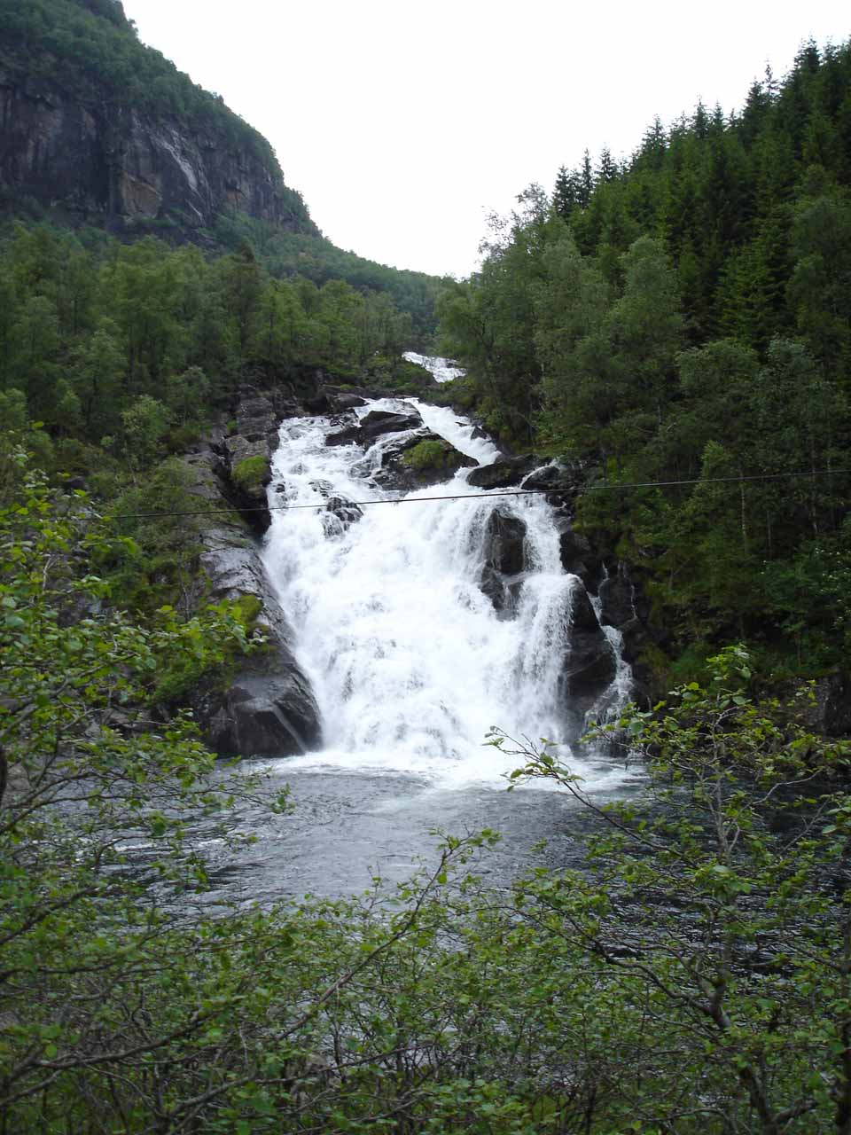 A more direct look at the waterfall west of Fossen Bratte seen from the Fv7