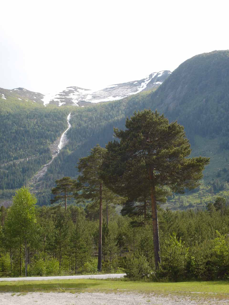 Julie pointed her camera to the opposite side of Setesdal Valley from Kallefossen as she saw this tall waterfall that could very well be Gloppefossen - Sørlandet's highest at a reported 250m