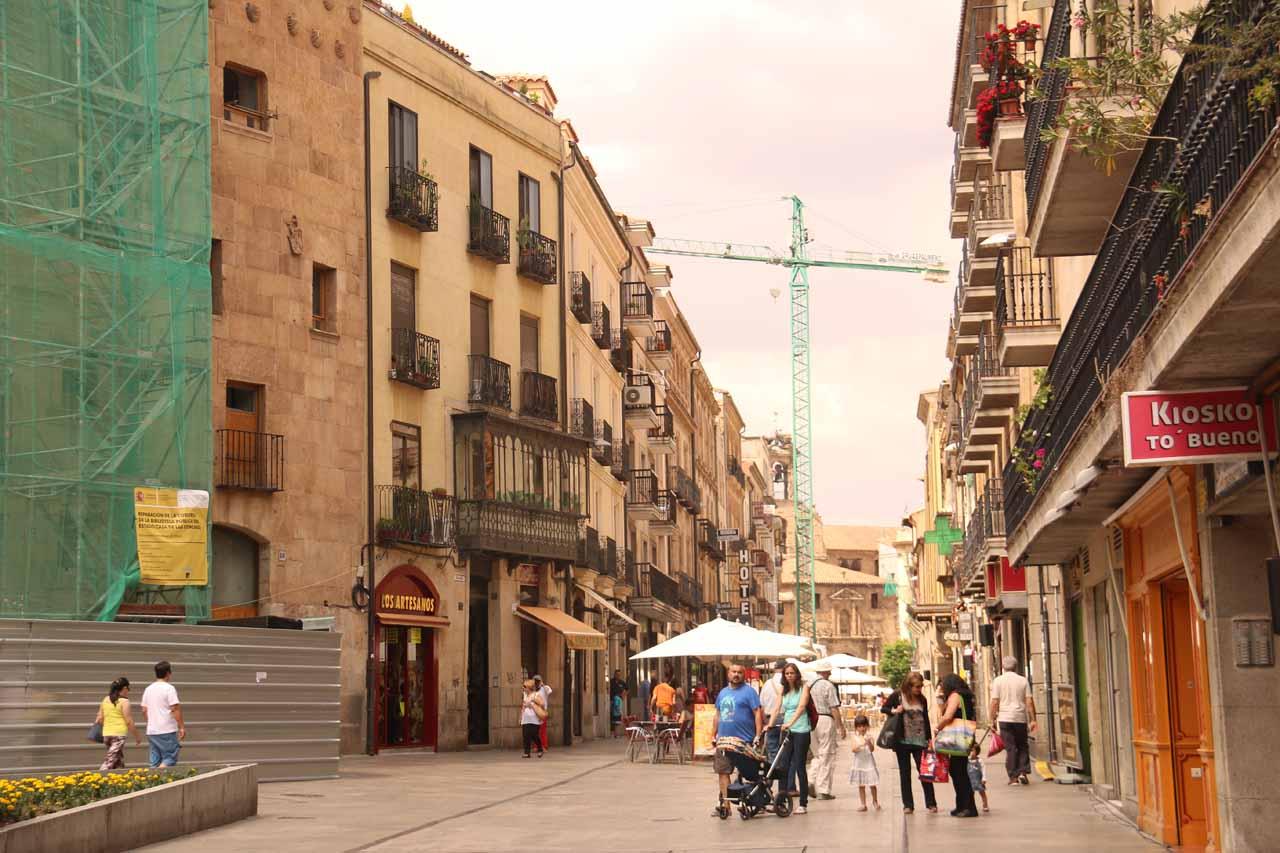 Walking on the Rua Mayor in Salamanca