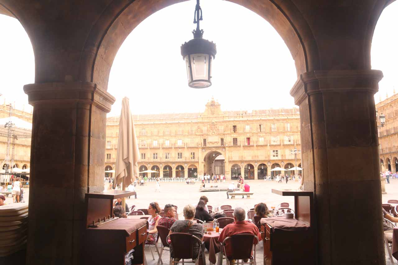 Chilling out and having a late lunch at the Plaza Mayor in Salamanca