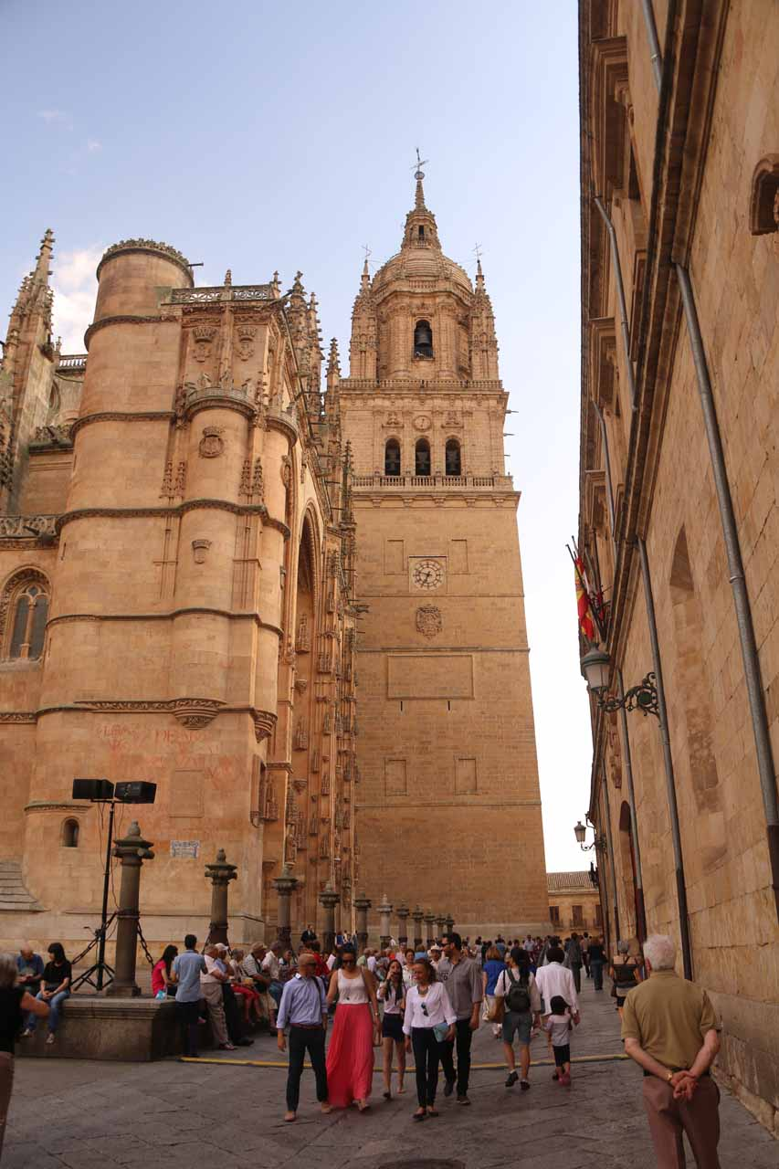 Large crowd gathering before the entrance of the New Cathedral in Salamanca