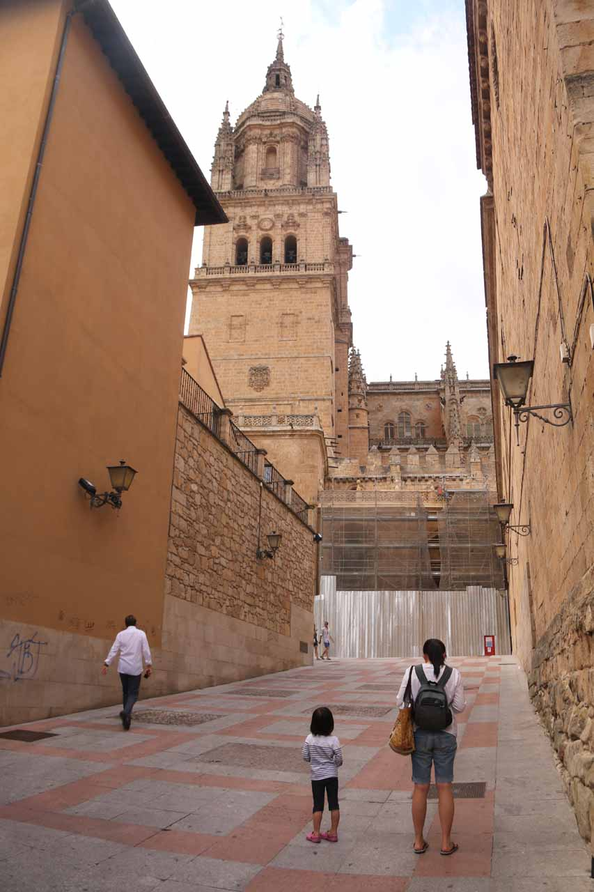 Julie and Tahia approaching the Old Cathedral of Salamanca