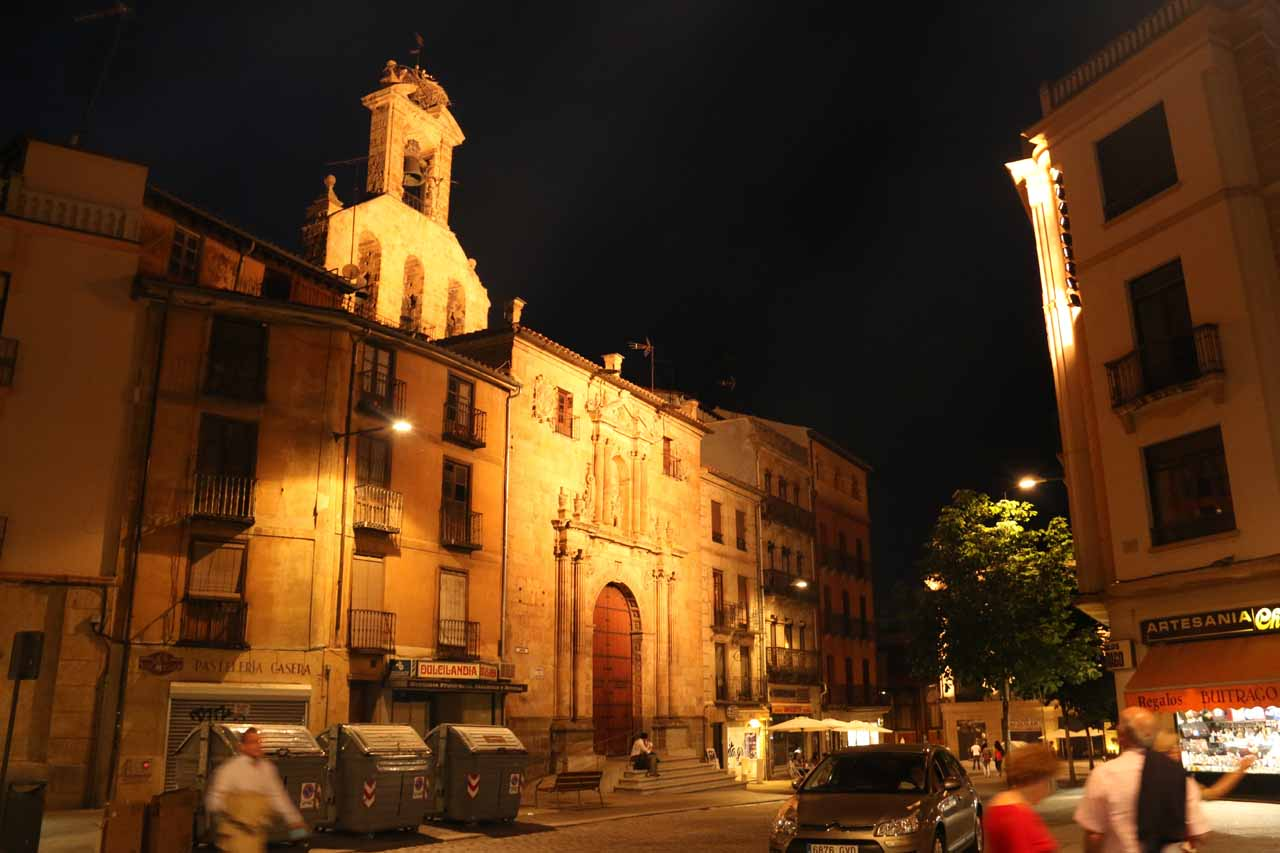 Back at the Plaza del Corrillo, but at night time now