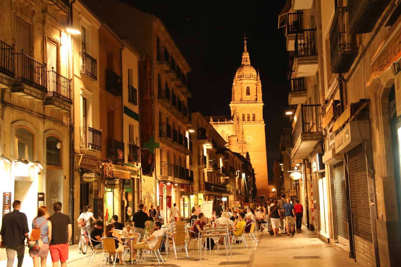 Rua Mayor looking back towards the New Cathedral at night time