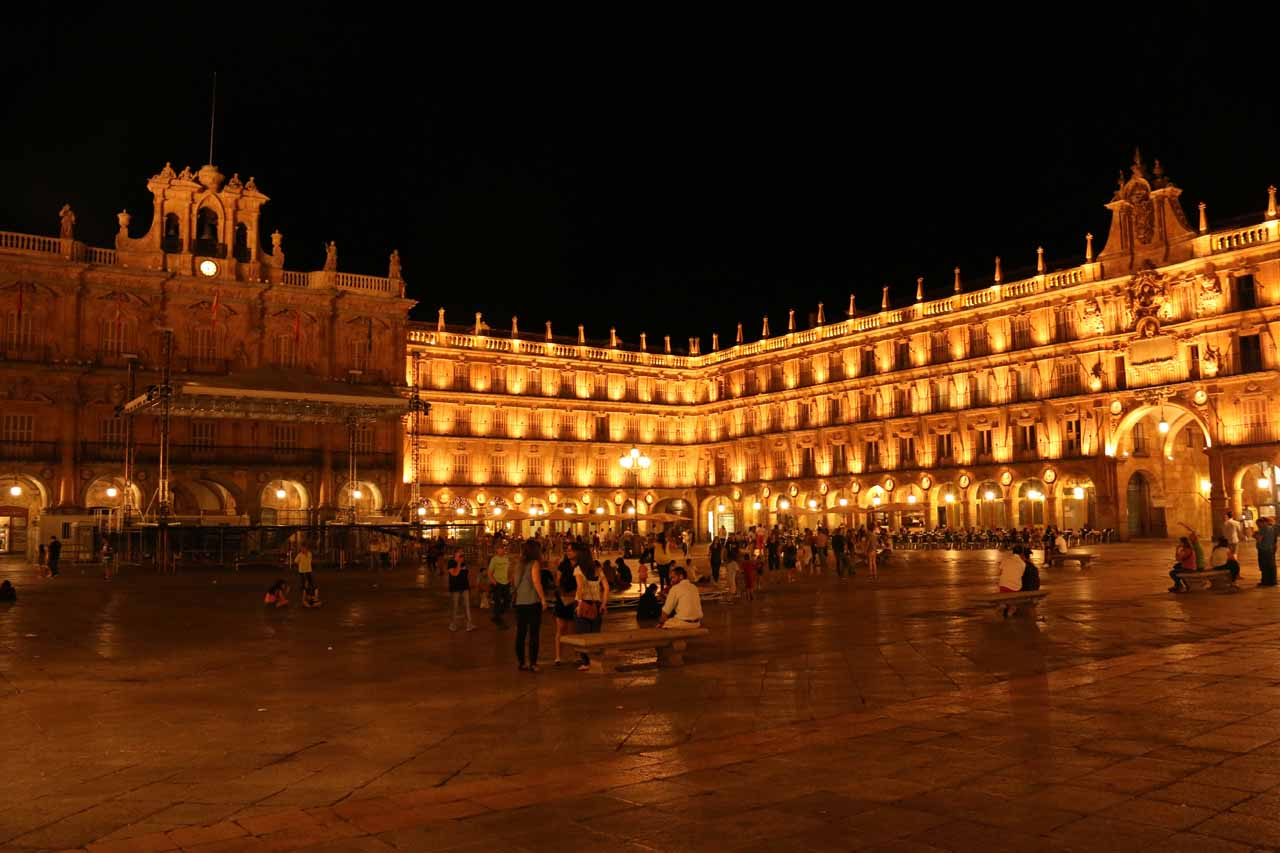 The wide open square of the Plaza Mayor in Salamanca at night