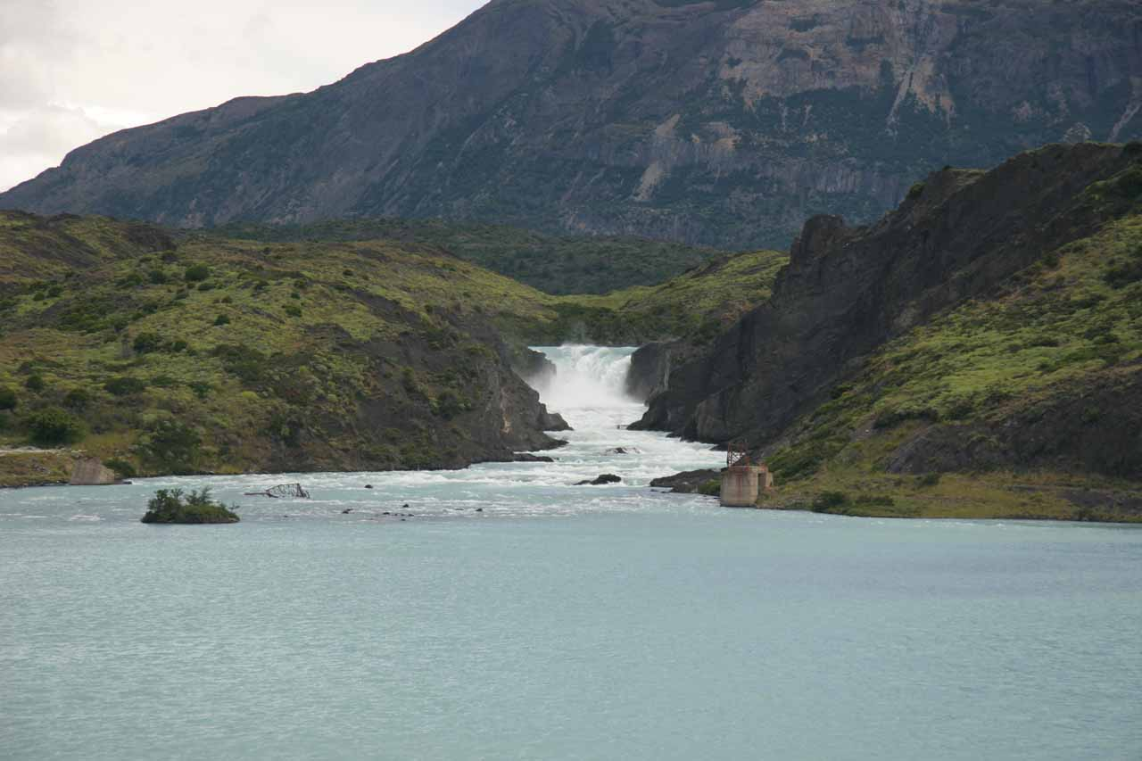 Direct view of Salto Grande from across Lago Pehoe