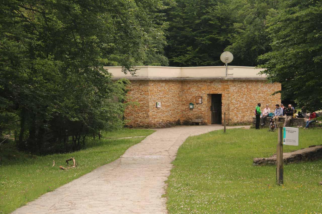 A toilet and visitor center near the closest car park for Salto del Nervión