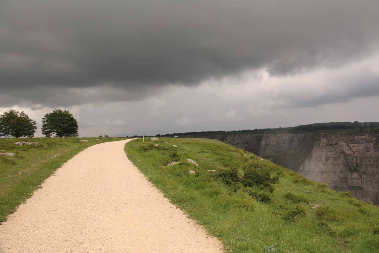 Open and exposed to the dark clouds as I approached the mirador de Salto del Nervion