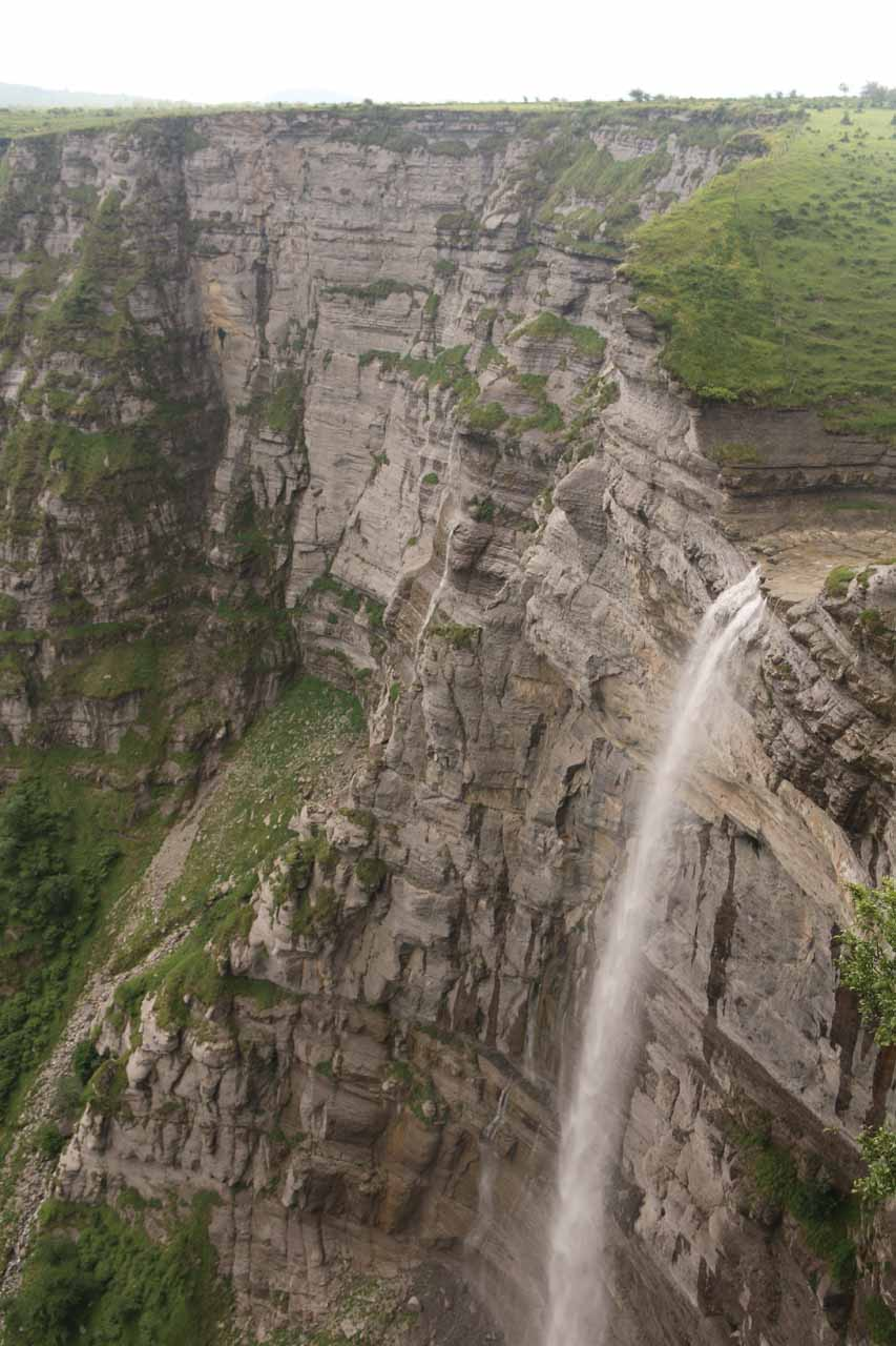 Context of Salto del Nervion with its surrounding vertical cliffs