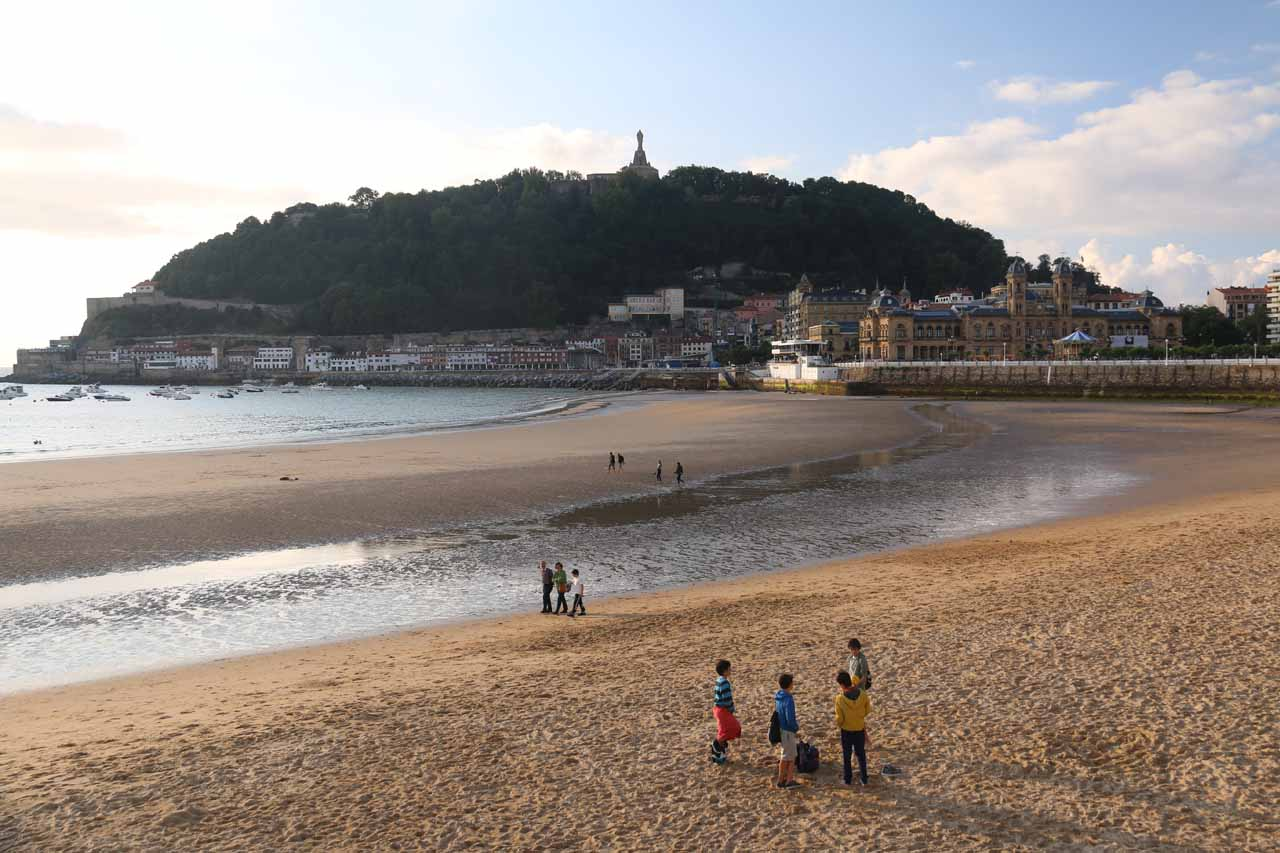 Another look over the Playa de la Concha towards the Casco Viejo in a gorgeous late afternoon at San Sebastian
