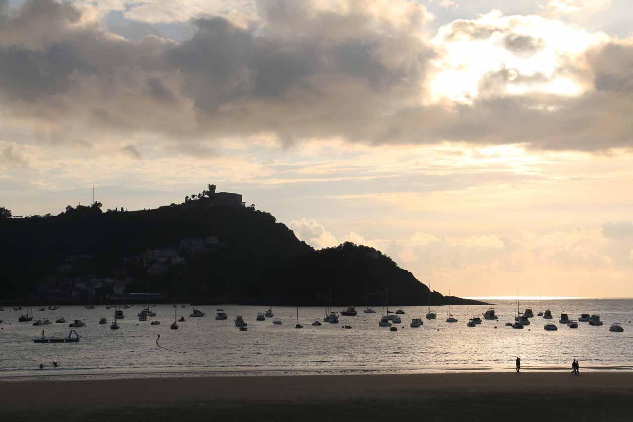 Looking towards the boats and the setting sun behind Isla Santa Clara in San Sebastian