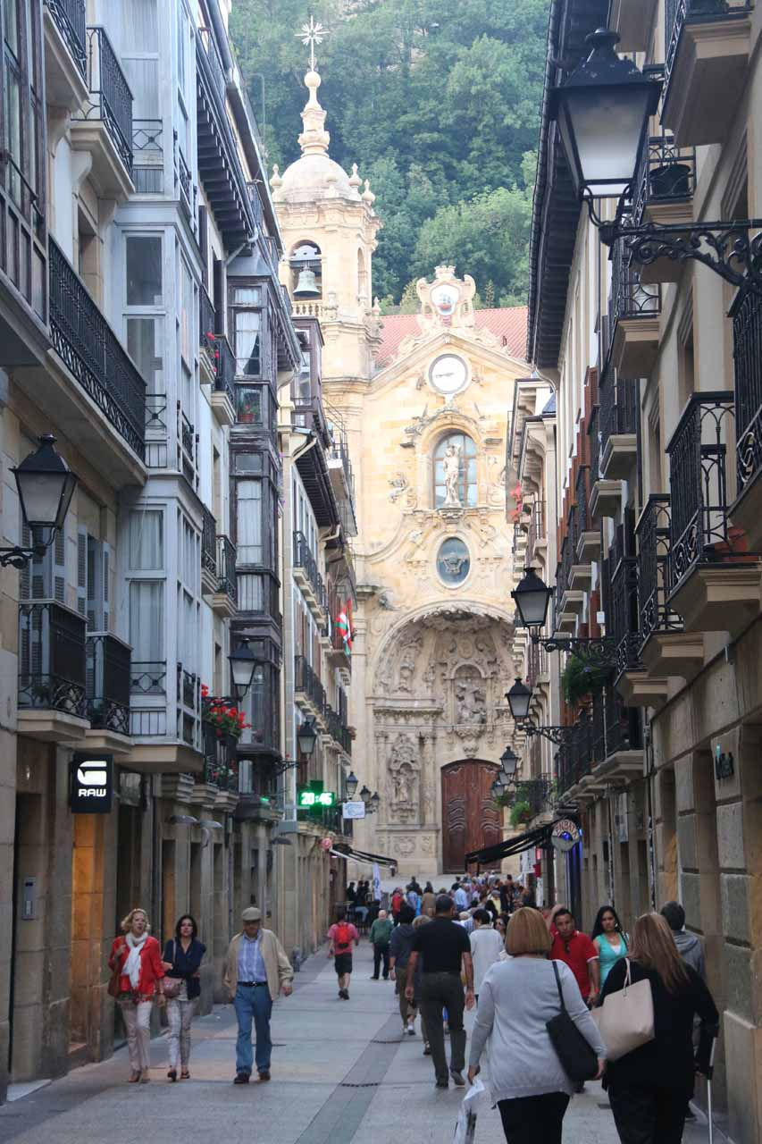 Looking ahead at the Iglesia de Santa Maria at the end of Calle Mayor in the Casco Viejo de San Sebastian