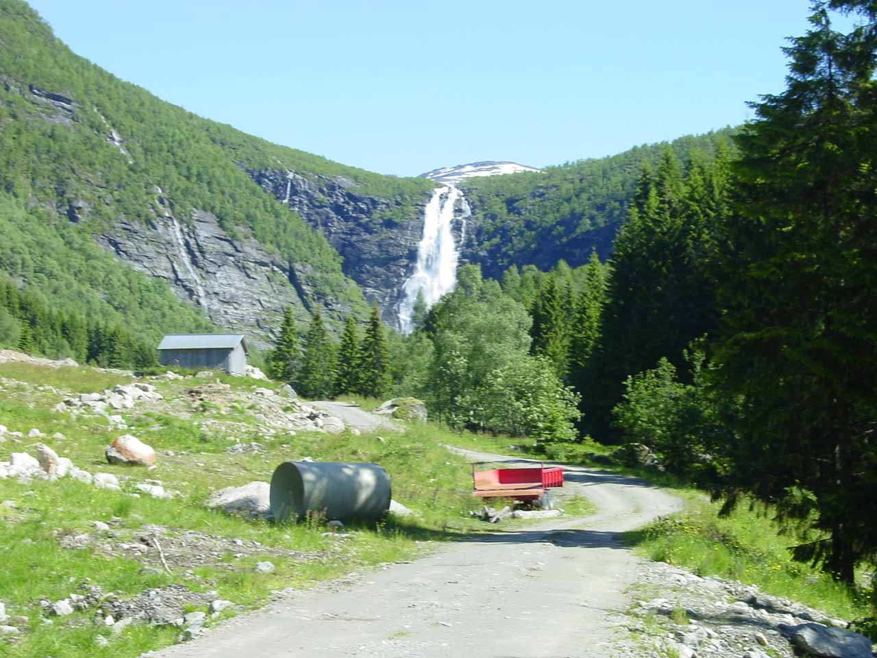 Getting closer to Sanddalsfossen as well as some of the buildings (for hydro, I suspect) up ahead