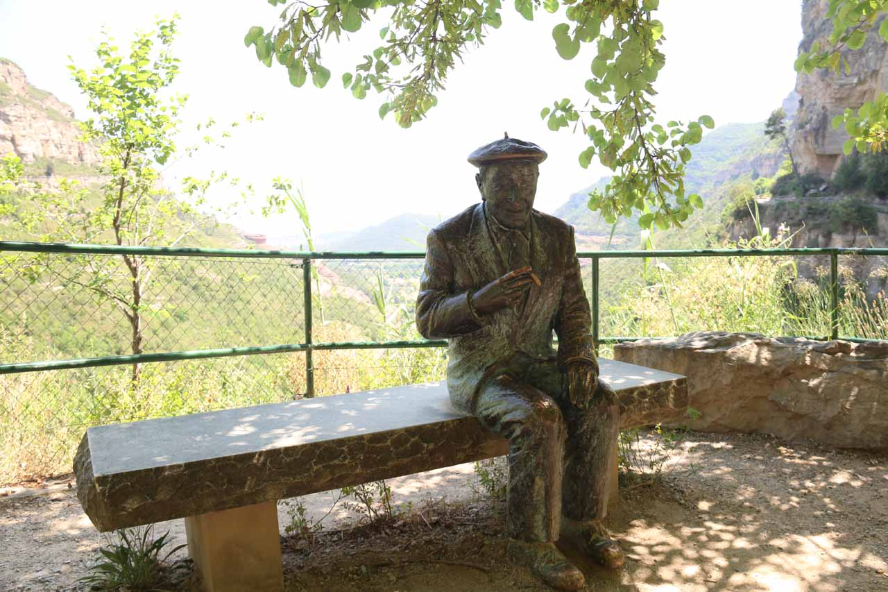 This was the statue of Josep Pla at the Plaza del Reposo