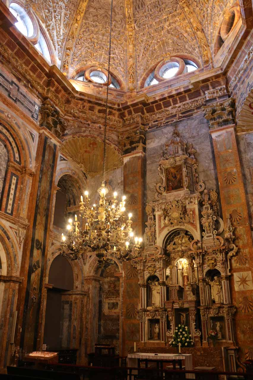 Another look at the main altar of the Catedral de Santiago de Compostela