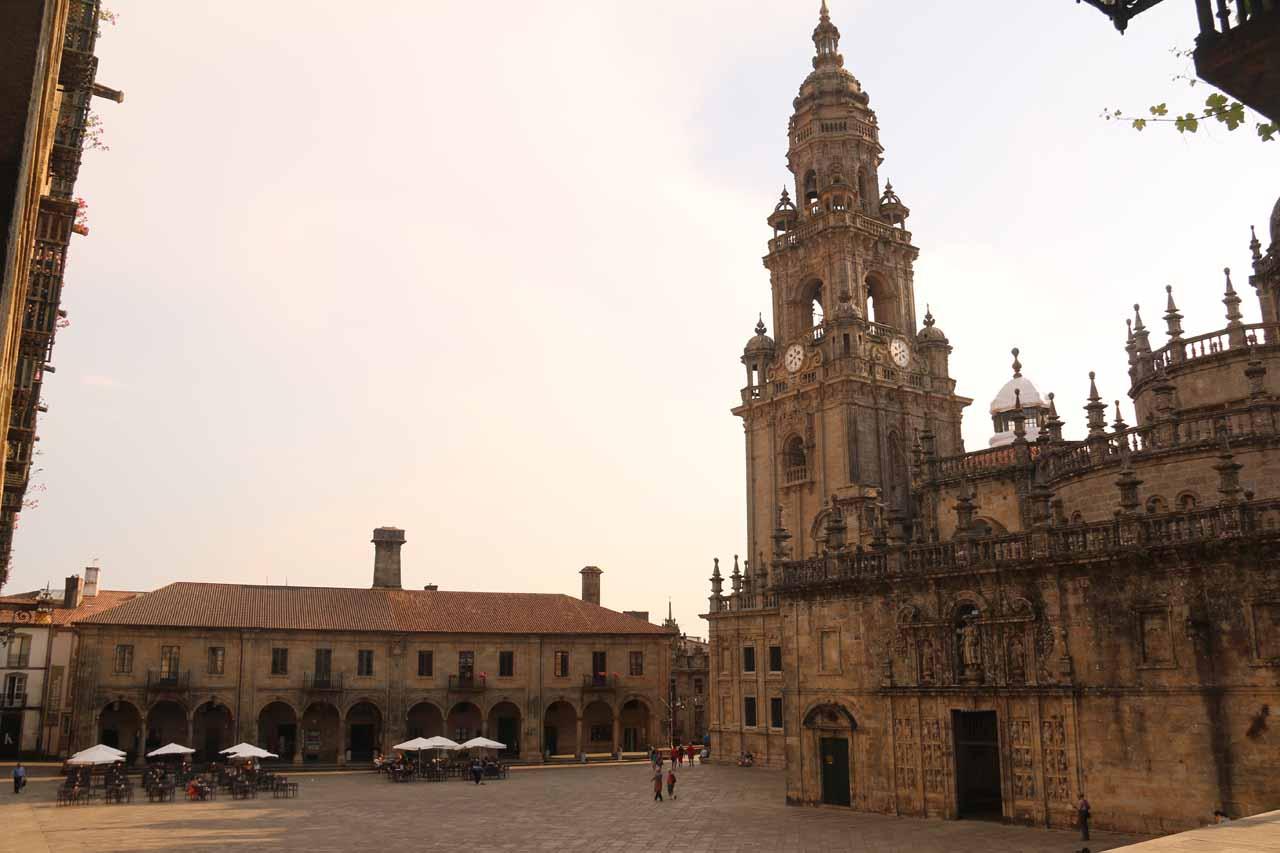 Checking out the tower and the side of the Catedral de Santiago de Compostela from the Praza da Quintana