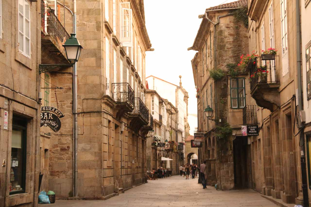 Making our way back to the Hotel Montenegro along Rua de Xelmirez